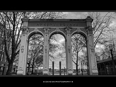 Ankeny Square Arch 1 - HDR B/W (David Gn Photography) Tags: city bw architecture oregon walking portland blackwhite downtown cityscape arch tour structure oldtown hdr skidmorefountain ankenysquare canonpowershotsx1is