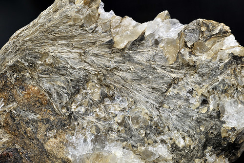日本の新鉱物(ケイ酸塩) - 結...