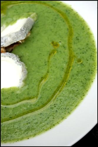 4359047752 a02a6eb26f Soupe aux brocolis, Sainte Maure de Touraine et cerneaux de noix   Filets de maquereaux grillés au paprika fumé, chorizo et poireaux