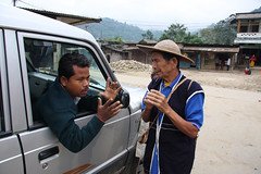 Our driver and a local Tagin man in Dumpurijo, Arunachal Pradesh (sensaos) Tags: portrait people india man face hat rural costume asia village native retrato traditional north culture tribal porträt east tribe portret ritratto cultural portre indigenous dorp pradesh arunachal famke noord oost azië hoed hoedje stammen daporijo tagin dumporijo sensaos