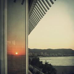 Amanecer en las ventanas (Inmacor) Tags: sea sun sol beach sunrise square mar playa amanecer reflejo orilla castellón reflexes cuadrado benicasim ltytr2 ltytr1 ltytr3 ltytr4 ltytr5 superlativas inmacor
