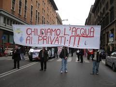Acqua pubblica (LiberaReggio) Tags: roma acqua ambiente manifestazione corteo noponte pubblica privatizzazione territori profitto marzo2010 ripubblicizzazione