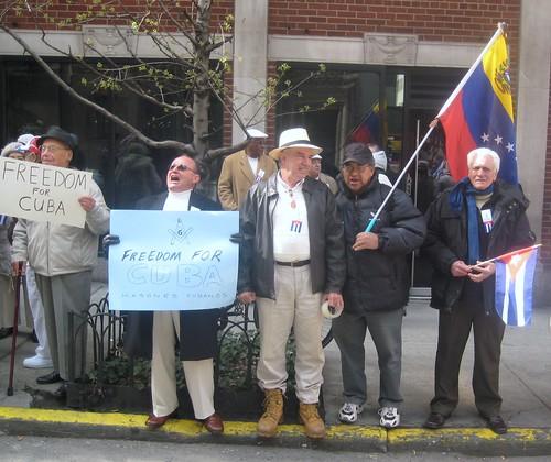 Protesta ante Mision cubana.Tite, Angel Alfonso, Hector Perdomo (venezolano).(2)