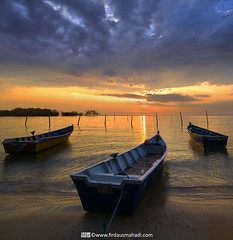 Towards Victory (Firdaus Mahadi) Tags: longexposure light sunset sky sun beach rock landscape boat scenery laut malaysia awan batu pantai bot sampan langit portdickson cahaya pemandangan matahari longexposures petang lightpath negerisembilan vertorama manfrotto055xprob acidsulfurik vedd tokina1116mmf28 firdausmahadi absolutegoldenmasterpiece firdaus
