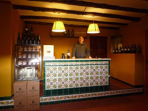 Josep Roca at the DEVINSSI wine shop, 2009-2010, Flickr