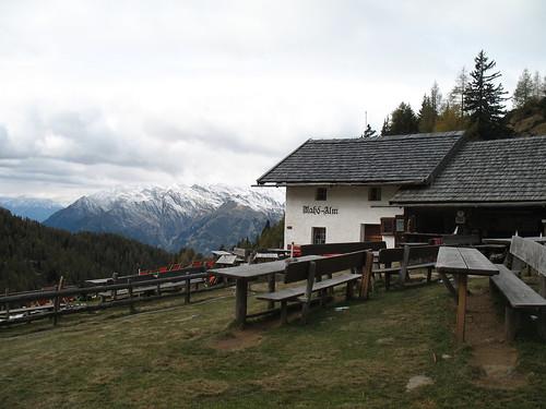 Blick von der sehr gut bewirtschafteten Mahdalm in Richtung Vinschgau
