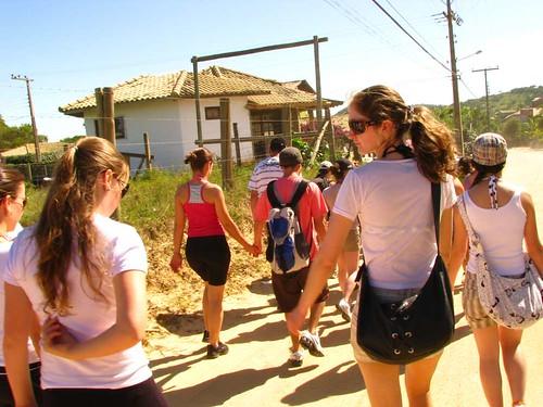 grupo a caminho da trilha 4