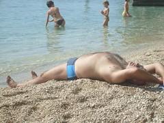 Gerader Rücken (ThomasKohler) Tags: people man beach strand person coast riviera croatia mann shorts schlafen adria küste hrvatska balkan mensch kueste kroatien liegen badehose dalmatien jugoslawien makarskariviera badeshorts