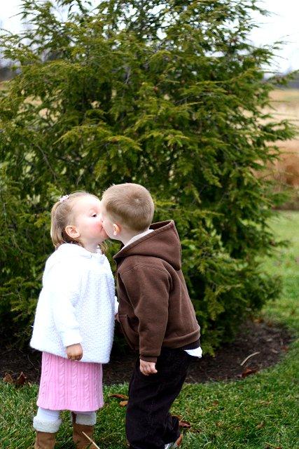 gage & mo mo kiss