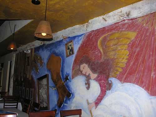 Funky decor adds zip to Cowboy Ciaos dining experience