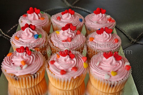 Strawberry love cupcakes