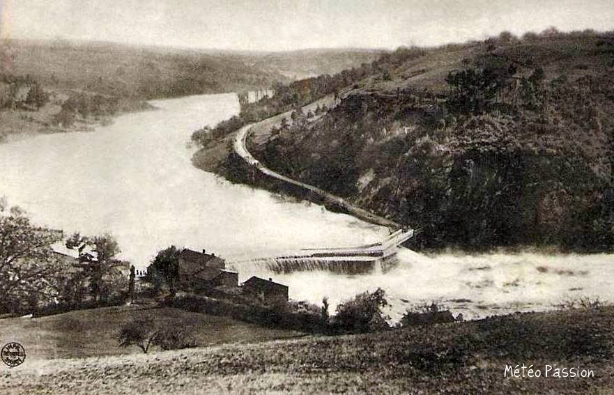 digue de Pinay débordée par la crue de la Loire le 17 octobre 1907