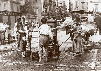 Napoli. Foto Alinari