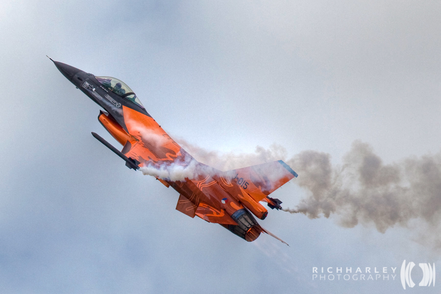 Dutch Display F16