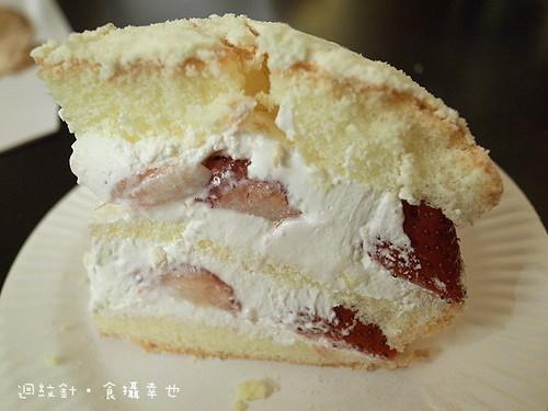 佳樂草莓波士頓派切片斷面
