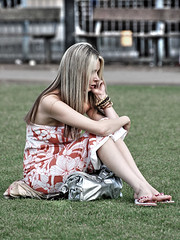 Englishwomen_234 (The-Wizard-of-Oz) Tags: portrait england urban london girl phone dailylife englishwoman