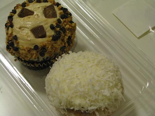 big-cupcakes-coconut-chocolate