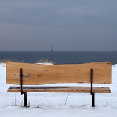 Too cold for a rest (Håkan Dahlström) Tags: winter lighthouse snow beach strand bench skåne sweden schweden playa sverige f80 plage spiaggia 2010 viken öresund suéde svezia canoneos5dmarkii ¹⁄₁₂₅sec ef2880mmf284lusm
