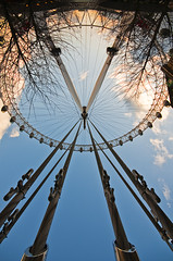 circle of friends (Explored) (simon.anderson) Tags: friends london circle geotagged interestingness support thankyou friendship upsidedown londoneye explore cables quirky flickrfriends struts sigma1020 circleoffriends explored nikond300s