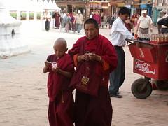 NEPAL : Moines consommateurs (frankyb66) Tags: nepal trekking temple asia minolta buddha stupa prayer religion monk buddhism monastery asie konica himalaya enfant monastère bodnath priere moine bouddhiste