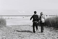 On va marcher sur la Lune! (Goazily) Tags: couple horizon dune plage paysbas schiermonnikoog jeunes hollande