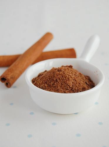 Ovaltine thins with cinnamon sugar / Barrinhas de Ovomaltine com cobertura de açúcar e canela