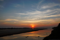 Sunset over the Mekong (f/4) Tags: sunset red water river thailand asia shore laos mekong vientiane 5photosaday 24105f4 1dsmkiii