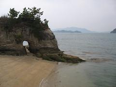 2501 Rock Gateway (mari-ten) Tags: sea mountain beach nature rock japan cycling sand hiroshima shore  2008 onomichi setoinlandsea eastasia  shimanami    18  200804 20080402 seishun18travel mukaiisland