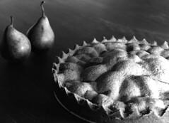 Pear pie (Felipe Pipi) Tags: cooking apple kitchen de pie cuisine 50mm still nikon eating 14 d2x mario cocina massa eat pear gastronomia porcelaine hungry comer nikkor keuken felipe torta pipi bounce cozinha branca cucina aple gastronomie gastronomy fome maça pires alencar porcelana pera louça taart honger culinaria taartje sb800 eet cozinhando difuser culinaire gastronomi pipiemailcom
