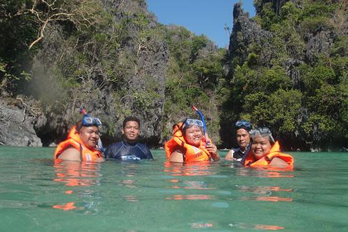Miniloc Island Small Lagoon Bloggers