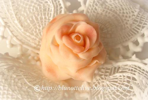 mum's rose and royl icing