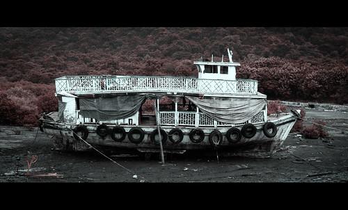 Abandoned_Boat