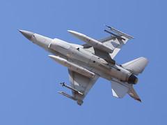 RSAF Lockheed Martin F-16CJ Block 52 Fighting Falcon 97-0121 (ChrisK48) Tags: 7121 97121 425thfightersquadron generaldynamics lukeafb luf kluf glendaleaz aircraft airplane f16 viper fightingfalcon usaf970121 f16c lockheedmartinf16cj block52 cnda22 republicofsingaporeairforce rsaf blackwidows
