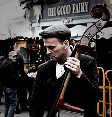 Double bass, Man ! (Fritenks) Tags: music man london buskers glance doublebass portobellomarket urbananthropology hightowncrows urbannative