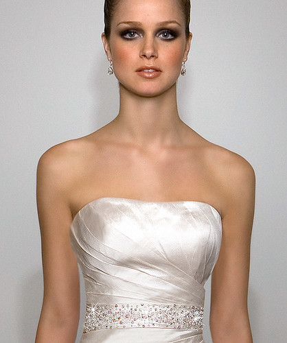 Luxurious strapless dress for the wedding.