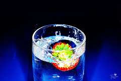 Electric Nature (Senzio Peci) Tags: blue red italy water glass strawberry italia blu sicily acqua rosso liquid sicilia paterno bicchiere fragola liquido abigfave intothedeepofmysoul