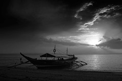 Capul Sunrise - 8920 (TheHouseKeeper) Tags: sea sky sun beach monochrome kids clouds sunrise boat blackwhite george philippines transport shore transportation mateo motorboat samar gregorio banca capul thehousekeeper northernsamar teampilipinas flickristasindios larawangpinoy georgemateo ikawaypinoy