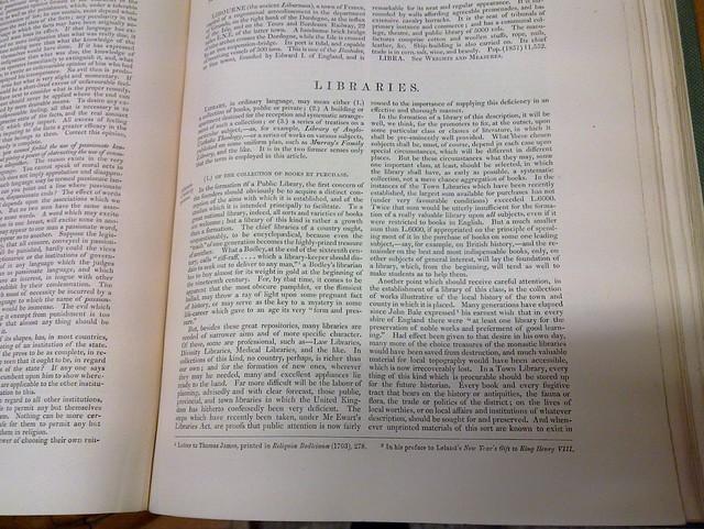 Vanha Encyclopædia Britannica kirjastoista