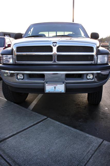 truck big front grill sidewalk chrome license why 365 ram 2500 crista