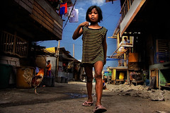 Smoky Mountain, Tondo - Catwalk (Mio Cade) Tags: mountain girl kid child philippines manila smoky catwalk scavenger tondo vute