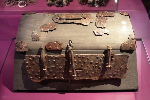 Wikinger Truhe (Kammergrab 5, Südgräberfeld-Ost) im Wikinger Museum Haithabu - WMH 28-03-2010