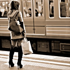 Black Boots Girl in Station (Ayanami_No03) Tags: people woman monochrome station japan tokyo blackwhite scenery boots   blackboots    livequartz eoskissx4 eos550d
