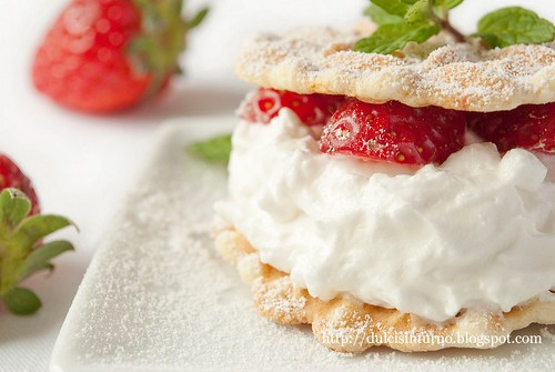 Ferratelle con Panna e Fragole-Ferratelle Biscuits with Whipped  Cream and Strawberries