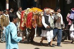 Carrying a corpse through the Streets of Varanasi (Sekitar - away) Tags: india streets funeral varanasi procession corpse hindu hinduism ganga ganges p