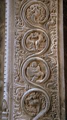 Carvings at the entrance gate (VinayakH) Tags: ekambaranathartemple kanchipuram india tamilnadu temple sculptures historic chola vijayanagaraempire religious hindu shiva