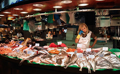 Pronto! How much is the fish? (alllex777) Tags: woman barcelona market fish pronto canon sigma 35mm art street streetphotography