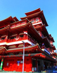 The Buddha Tooth Relic Temple & Museum (Mel Mijares) Tags: museum tooth temple singapore buddha chinese buddhism mel tangdynasty relic chinesetemple the placeofworship relicstupa uniquely mijares maitreyabuddha chinatownsingapore redtemple buddhistculturemuseum thebuddhatootherelictemple
