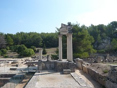 Glanum - Les Antiques - Restes du Temple (Vaxjo) Tags: france saint ruins roman du rhne empire provence 13 romain ruines antiquities glanum antiquits rmy bouches romaines
