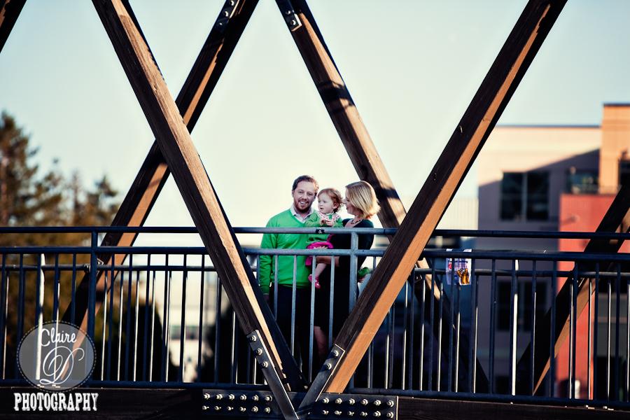 petaluma family photogapher on the petaluma bridge petaluma river