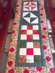 Trilho de Natal da nossa casa (Denise Bierende) Tags: natal toalha papainoel mesa painel americano trilho rvoredenatal pinheirinho mamenoel pan jogoamericano panello